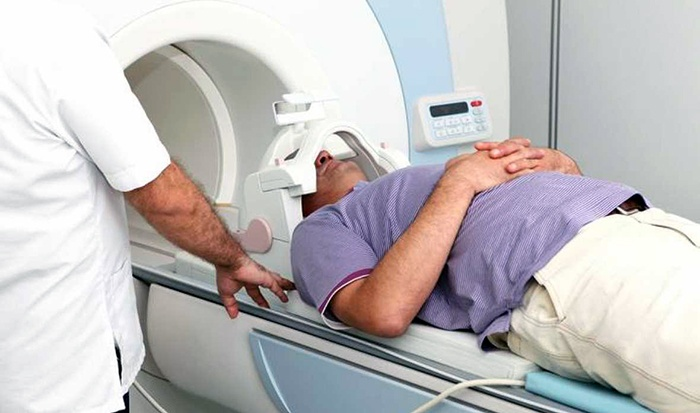 Especialista destaca beneficios de radioterapia estereotáctica en oligometastasis
