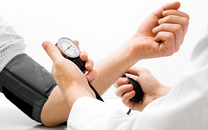 Comprueban vínculo entre hipertensión y aumento de presión intracraneal