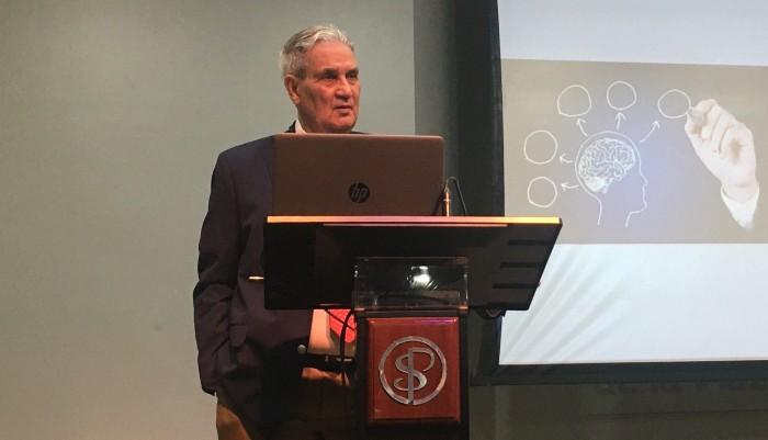 Cirujanos realizan charla introductoria sobre ciencias neurológicas
