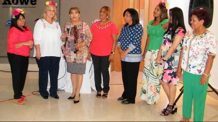 Círculo de Mujeres Internistas reconoce a la doctora Vilma Urbáez
