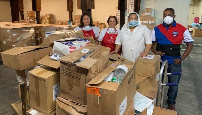 Donan insumos y materiales médicos a diferentes hospitales del país