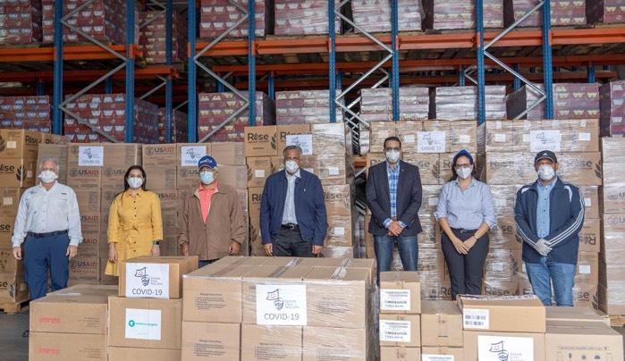 Donan medicamentos y alimento fortificado a pacientes afectados por COVID-19