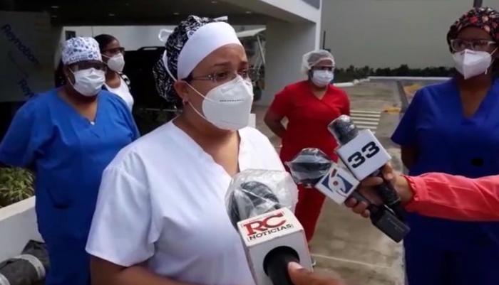 Enfermeras atienden pacientes COVID-19 reclaman pago de servicios