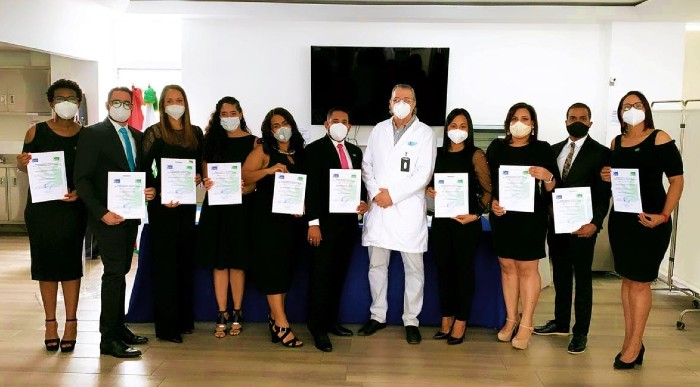 Liga Contra el Cáncer gradúa  médicos oncólogos