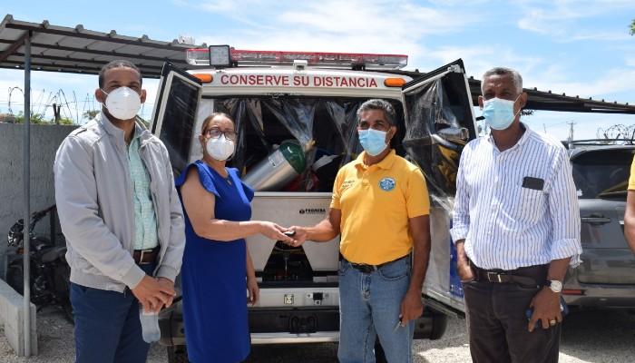 SNS entrega ambulancia a hospital Elio Fiallo de Pedernales