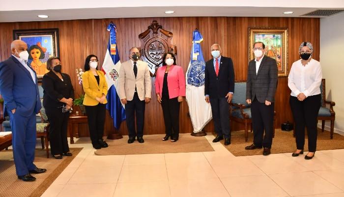 Ministro Salud visita autoridades de la UASD