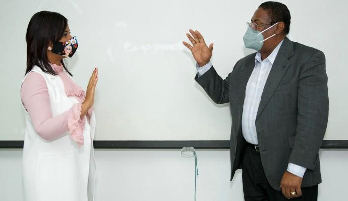 Doctora Anny Mambrú juramentada en el  Centro de Gastroenterología