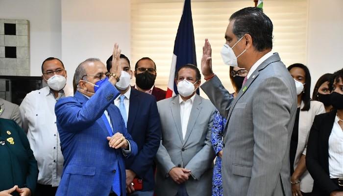 Ministro Salud juramenta director del SeNaSa y del SNS