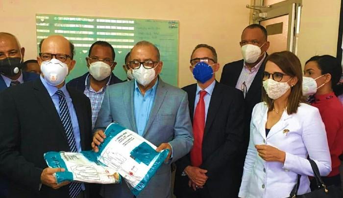 Ministro de Salud recorre centros de Puerto Plata