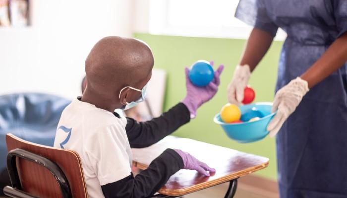 Anuncian plan educativo y terapéutico para niños con parálisis cerebral