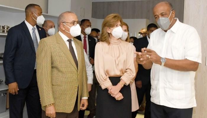 Autoridades sanitarias visitan Oncológico Dr. Heriberto Pieter