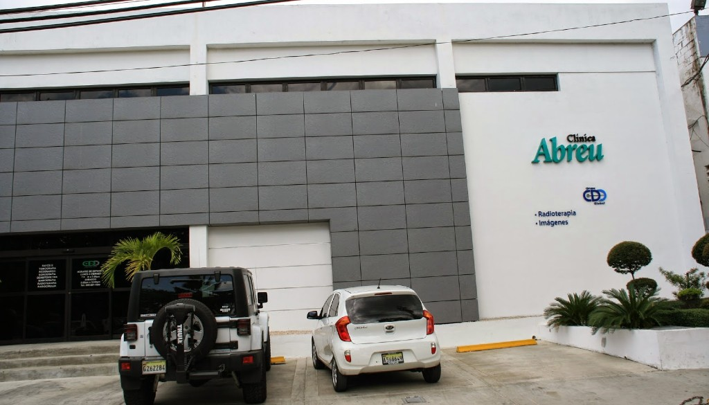 Reconocen Clínica Abreu entre los centros mejor equipados de la región