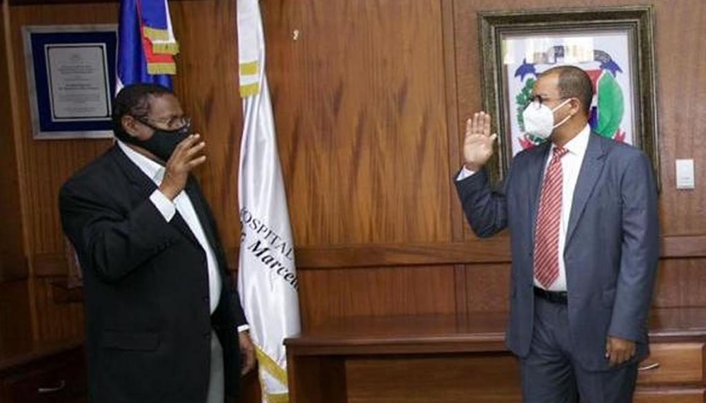 Juramentan director del Hospital Marcelino Vélez Santana