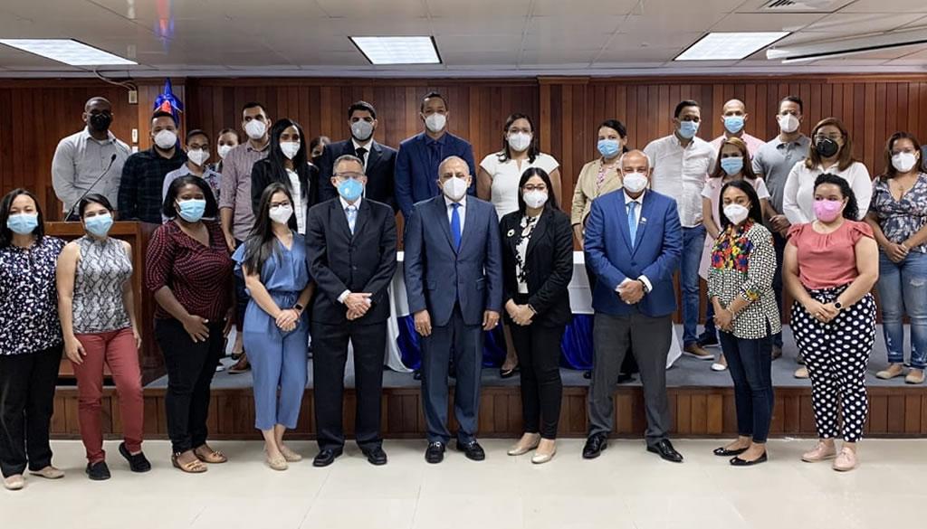 Ministerio Salud contrata 89 médicos para integrarse a Red Pública