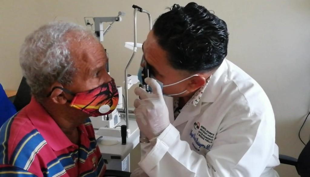 Moscoso Puello ha asistido casi dos mil pacientes con problemas visuales este año
