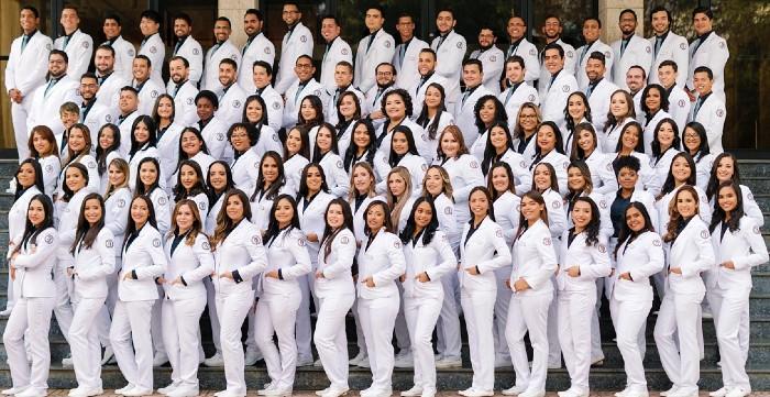 A más de un mes de terminar carrera médicos exigen graduarse