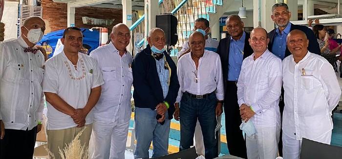 Ortopedas reconocen trayectoria y entrega del doctor Camilo García