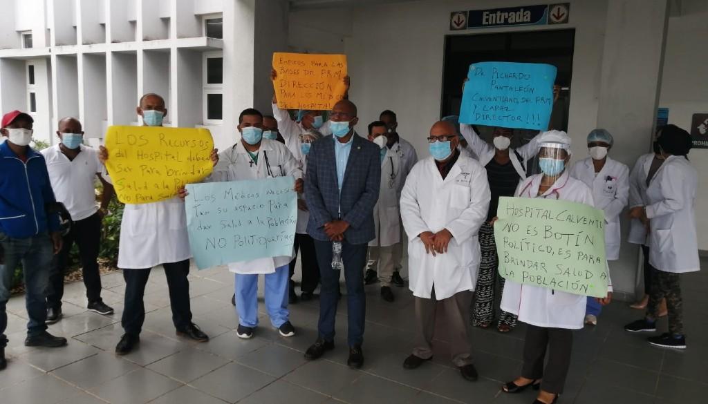 Siguen protestas de los médicos del Calventi en rechazo a nuevo nuevo director