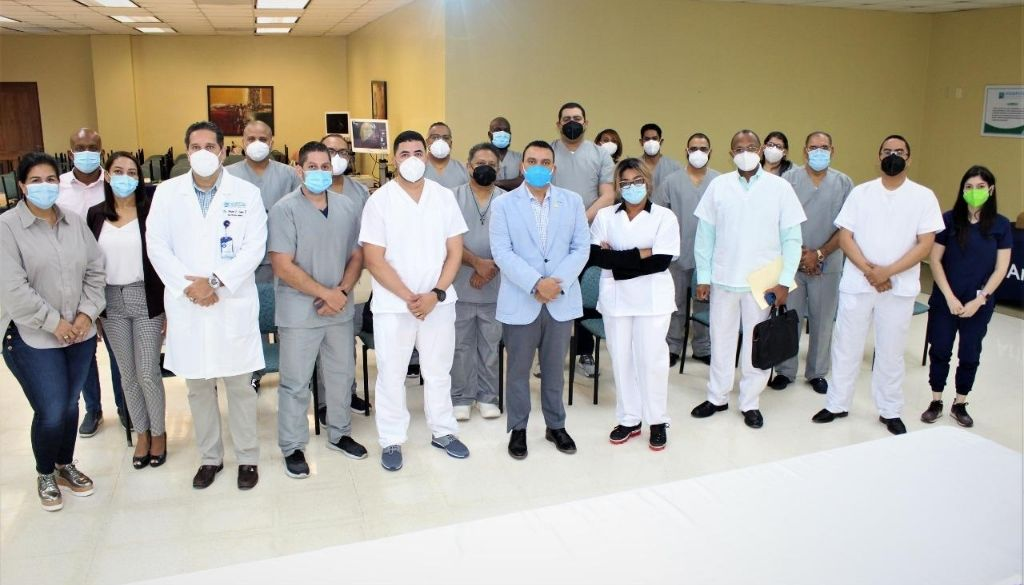 Realizan primer entrenamiento de artroscopia de hombros