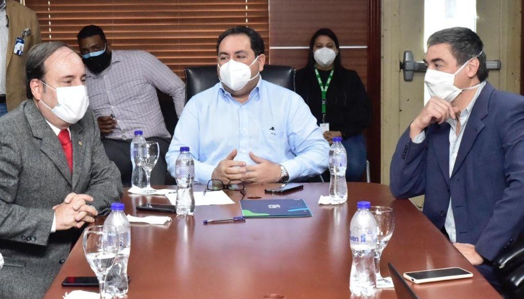 Doctor Mario Lama recibe representante de OPS en el país