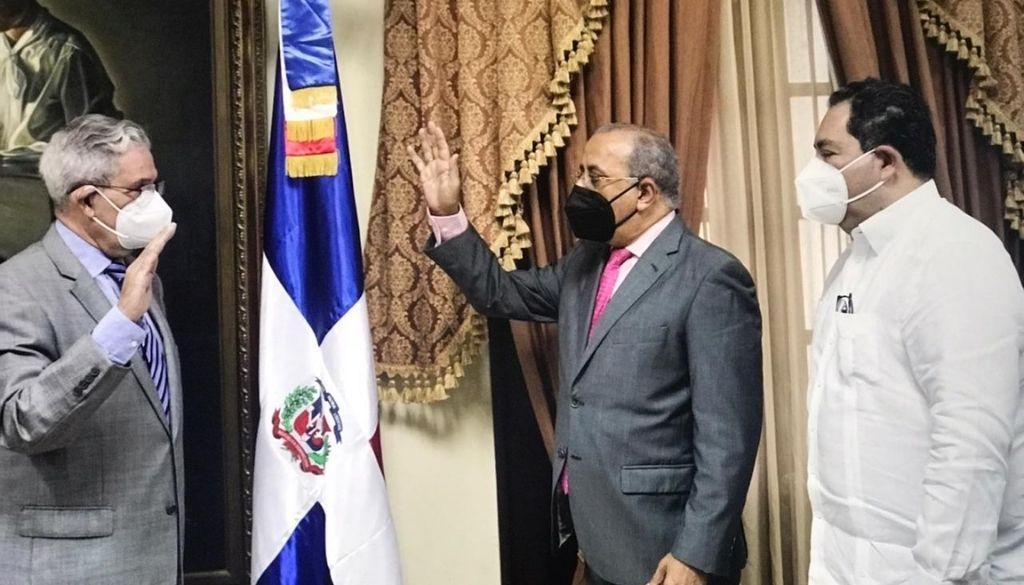 Juramentan al doctor José Joaquín Puello presidente Ciudad Sanitaria