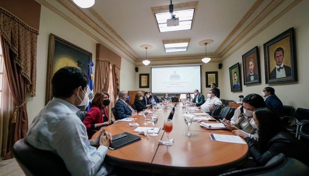 Gabinete de Salud se reúne; se espera anuncie nuevas medidas al país