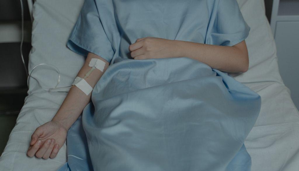 Una enfermedad no identificada deja un fallecido y 200 hospitalizados en India