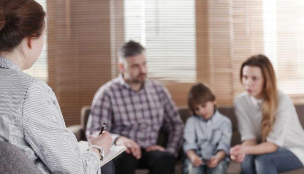 Psicólogos de Línea Familiar hacen llamado ante festividades