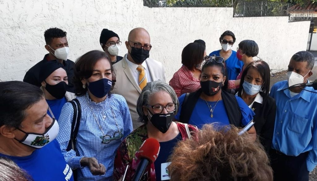 Exigen reposición de trabajadores de salud cancelados