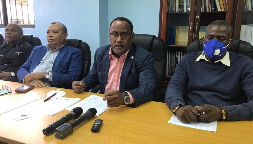 Ex empleados del IDSS denuncian instituciones del Estado no les reciben