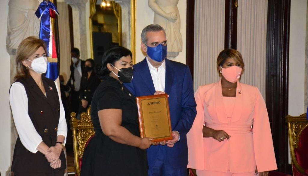 Reconocen jóvenes  profesionales de la salud en Premio Nacional de la Juventud
