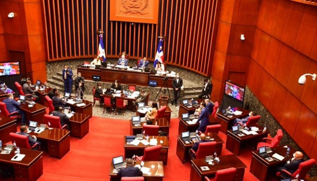 Senado aprueba modificación Ley de Compras y Contrataciones de Bienes para comprar vacunas COVID-19