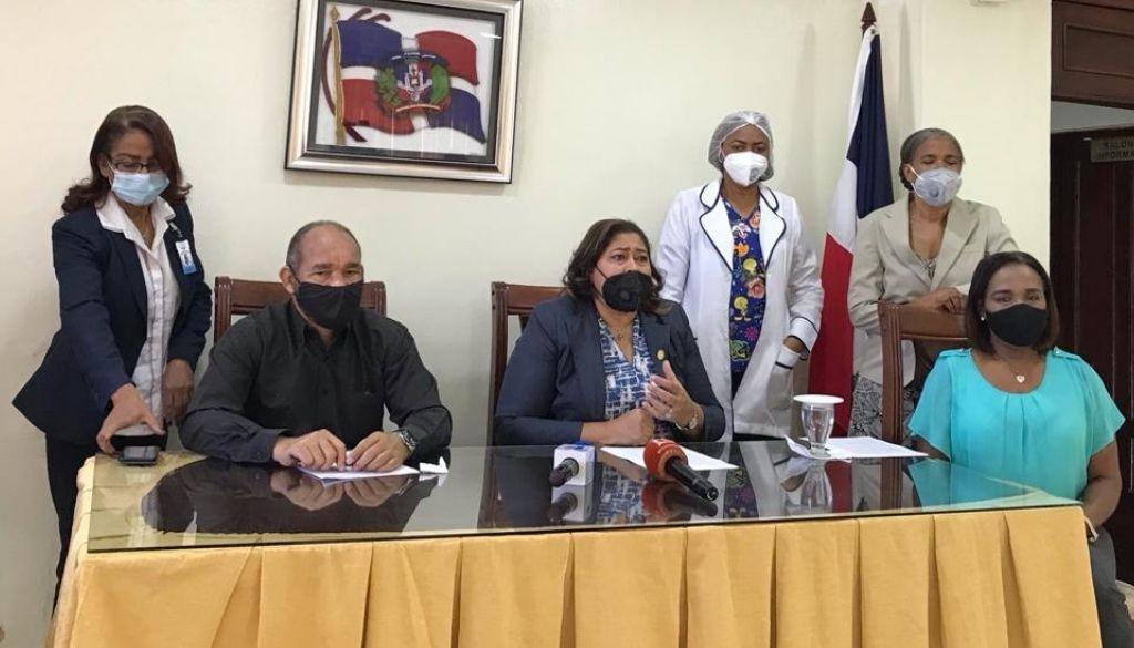 """Presidenta Colegio de Enfermería: """"Si la vacuna llega hoy, soy la primera en ponérmela"""""""