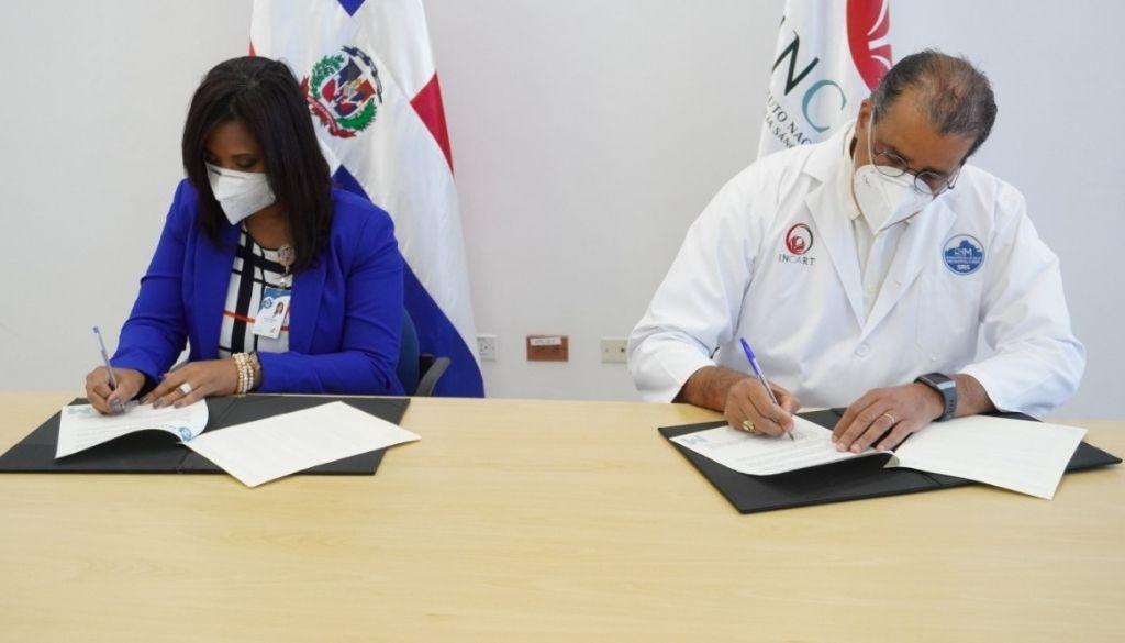 Centro de Gastroenterología y el INCART firman acuerdo
