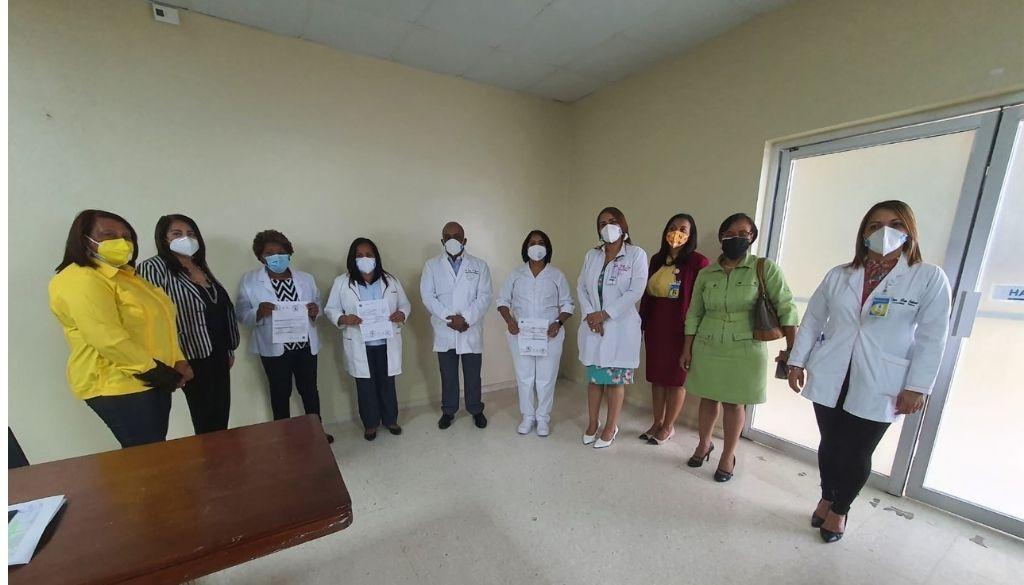 Posesionan nuevo personal de enfermería en Maternidad la Altagracia
