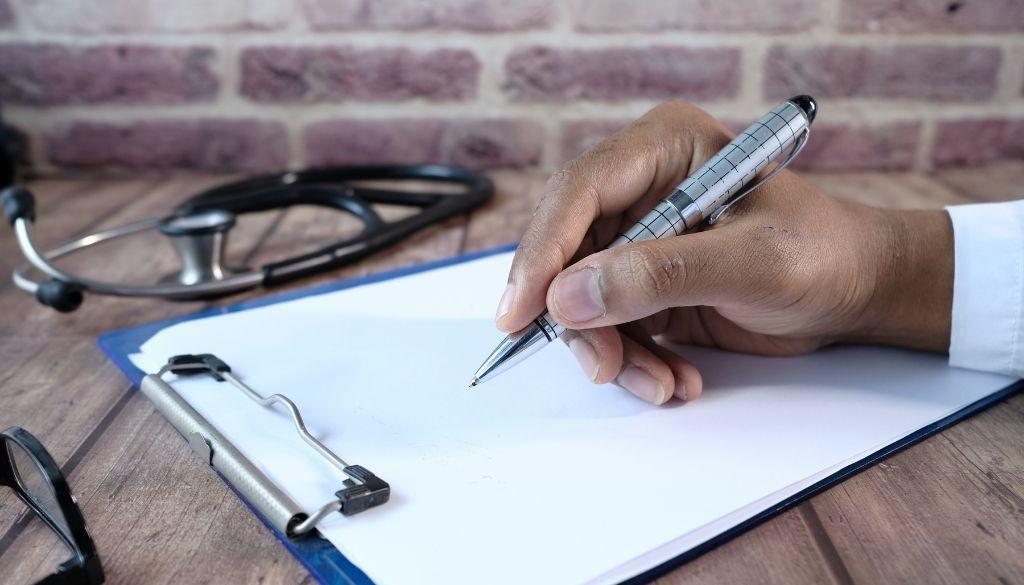 Saludan eliminación de carácter excluyente a Examen de Residencias Médicas