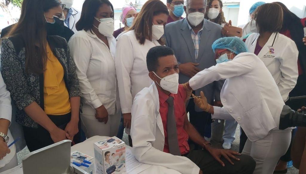 Hospital Robert Reid inicia jornada vacunación contra COVID-19
