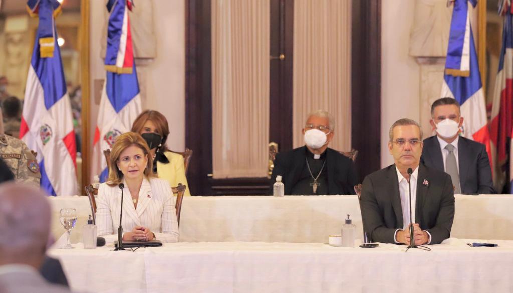 Vacunarán 7.8 millones de dominicanos contra el COVID-19 en 2021