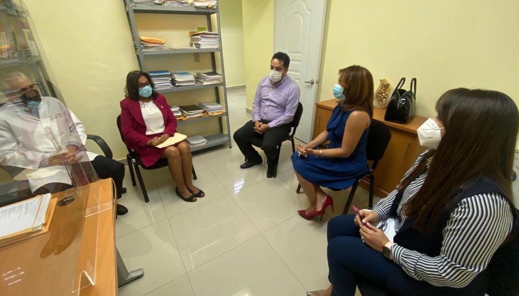Buscan solución a médicos internos para que terminen carrera