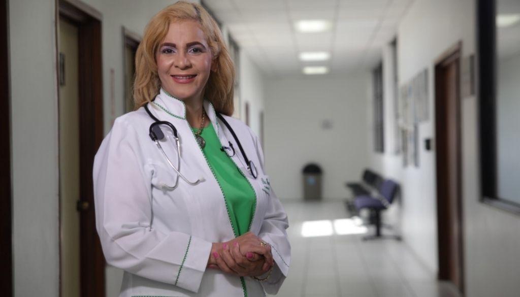 Médicos familiares reeligen a la doctora Francisca Moronta