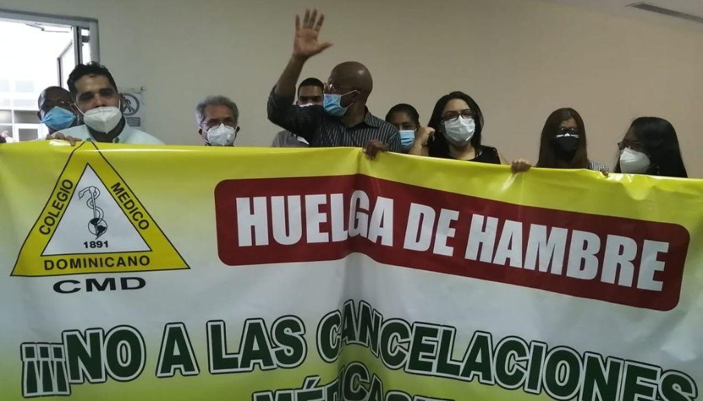 Médicos cancelados se declaran en huelga de hambre indefinida (VIDEO)