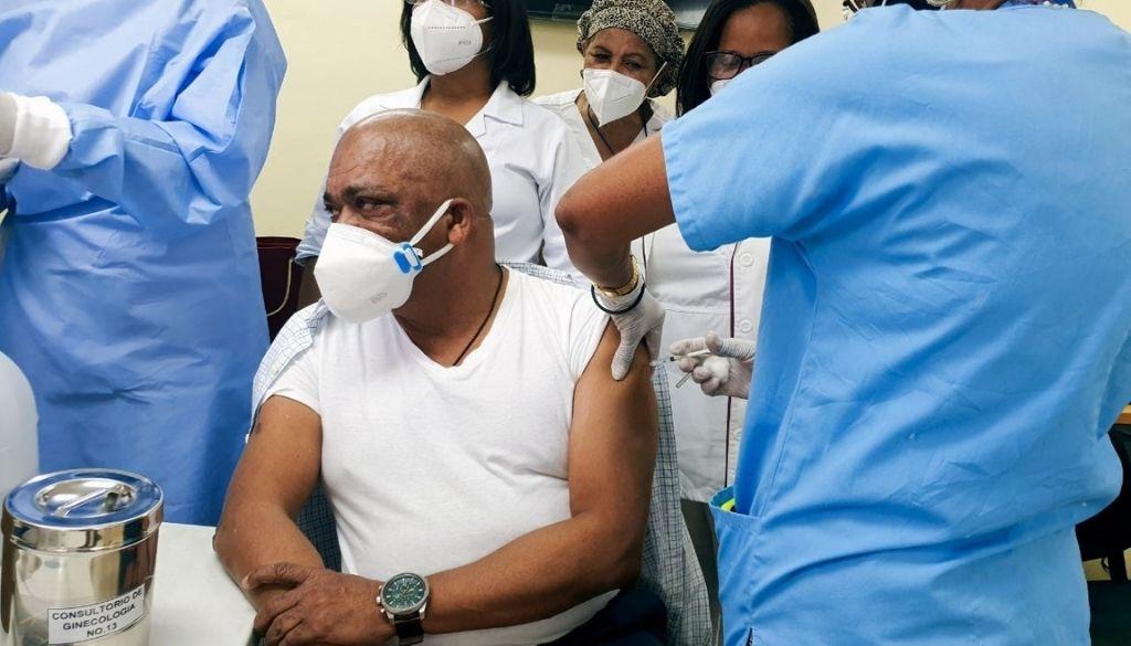 Maternidad la Altagracia inicia inmunización contra COVID -19
