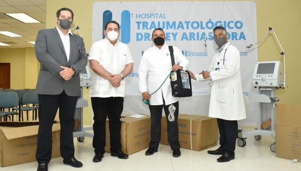 Entregan equipos al hospital Ney Arias Lora