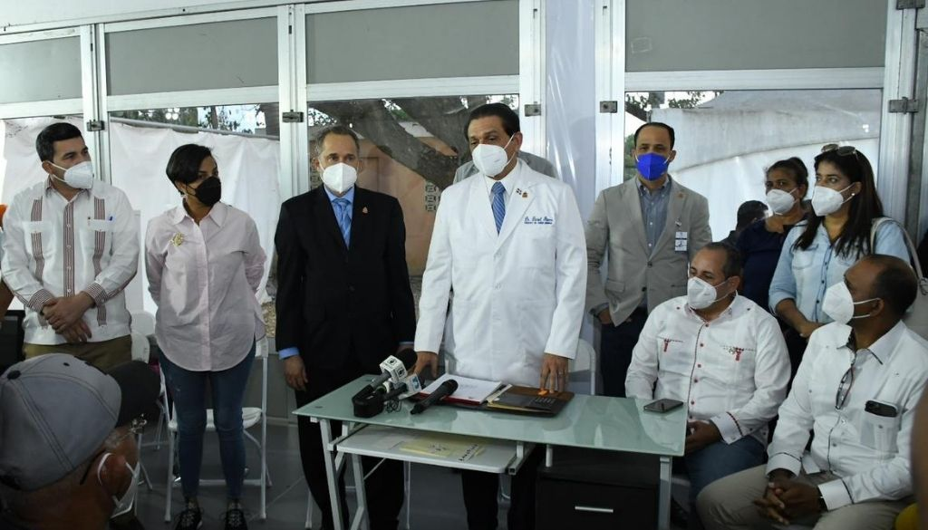 Ministro de Salud supervisa hospitales intervenidos