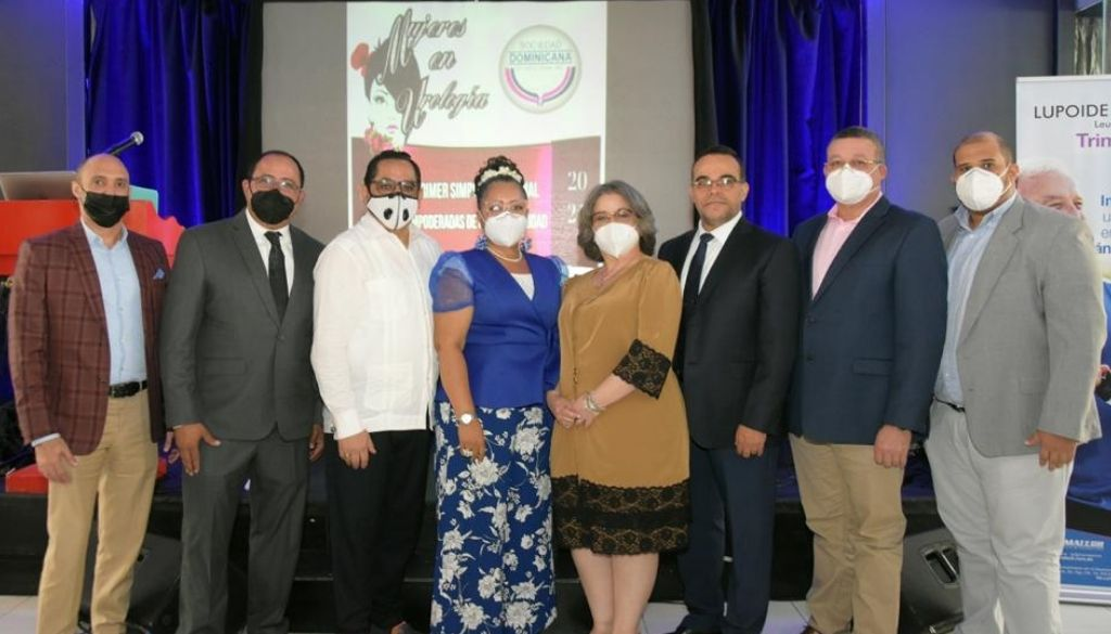 Sociedad de Urología reconoce labor de urólogas
