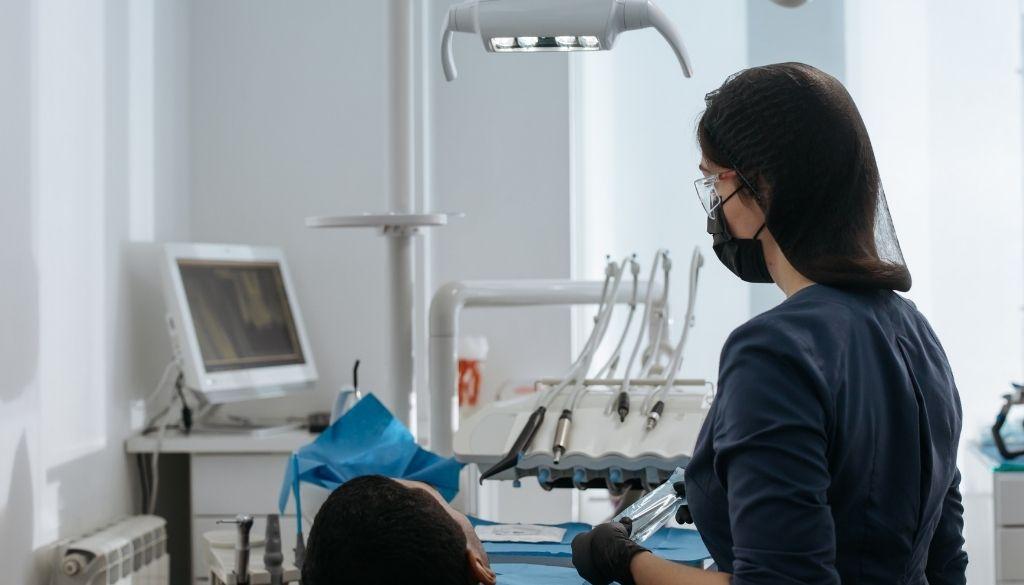 Crean dispositivo de simulación para entrenar estudiantes de odontología