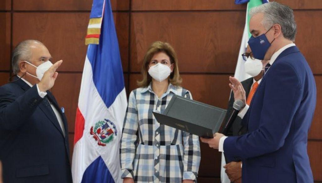 Juramentan al doctor Feris Iglesias en la Sisalril