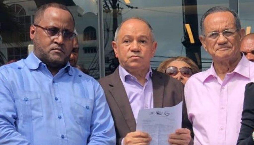 Piden a los médicos desistir de protesta contra ARS