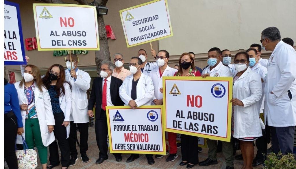 Médicos acatan paro a ARS en Santiago