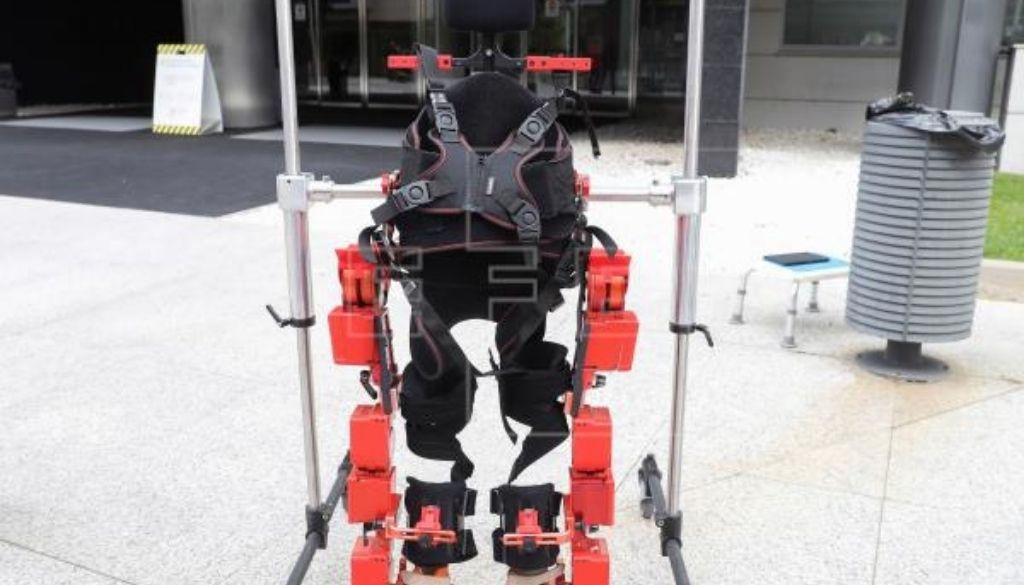 Desarrollan primer exoesqueleto pediátrico para niños con parálisis